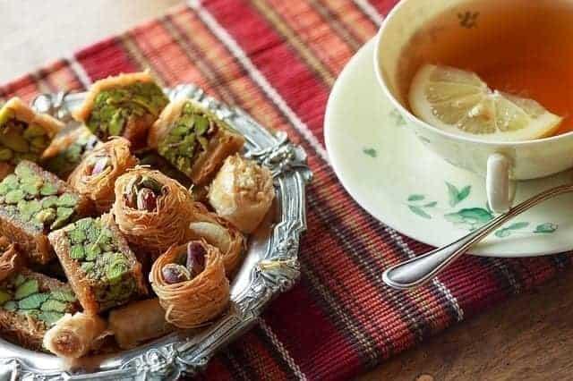 طبق من الحلويات الشرقية يسبب زيادة الوزن