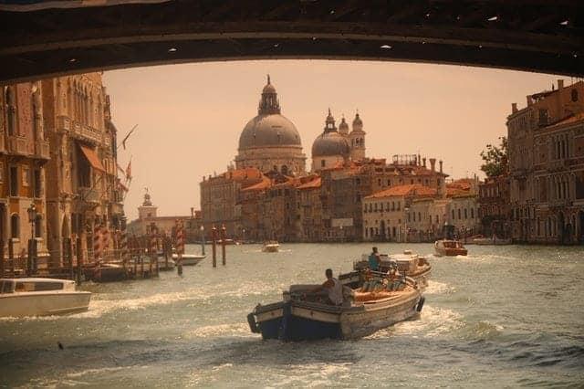كاتدرائية سان مارك و القناة الكبيرة في مدينة البندقية