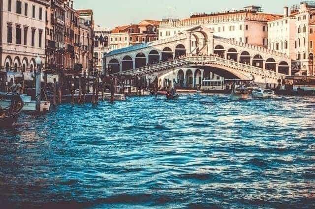 جسر رينالتو في البندقية