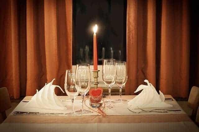 صورة تمثل عشاء رومانسي