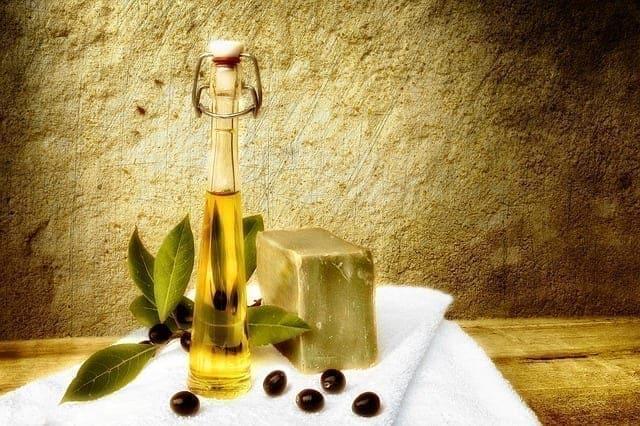 فوائد زيت الزيتون للبشرة- صابون مصنوع من الزيت