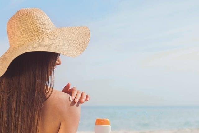استخدام واقي الشمس في العناية بالبشرة وحمايتها
