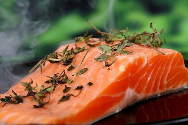 الأسماك الدهنية غنية بزيت السمك