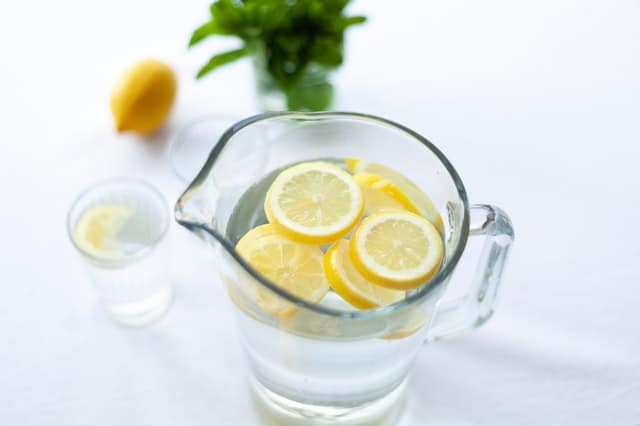 استخدام الليمون في صنع ماسكات للشعر