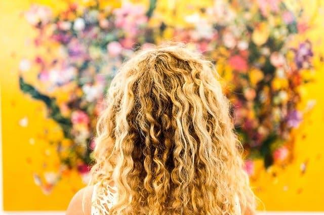 الشعر الكيرلي الأشفر