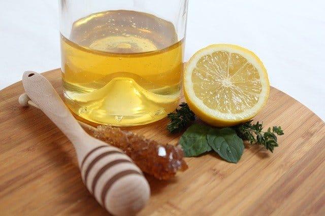 من فوائد العسل تقشير البشرة