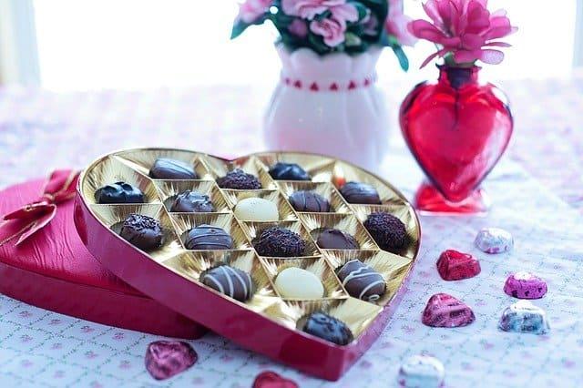 الشوكولاتة والورود من الهدايا العاطفية المحببة لدى برج الثور