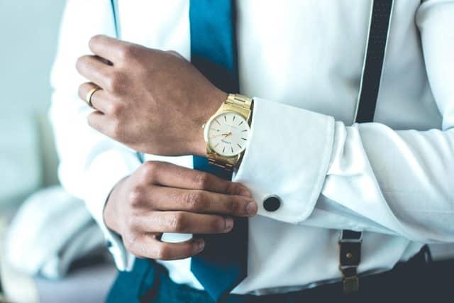 اختر ساعة أنيقة تناسب ملابسك