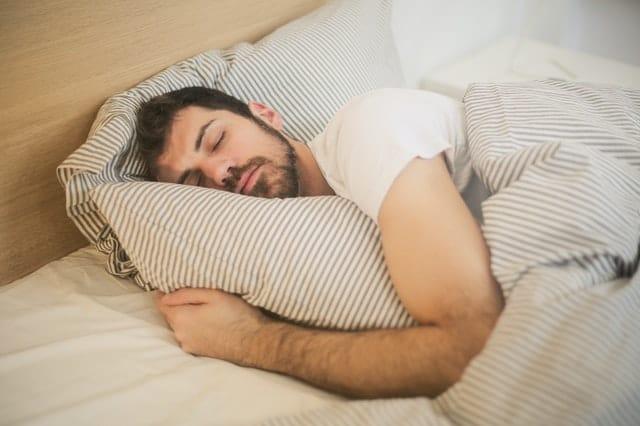 النوم الجيد مهم بعد سن الأربعين