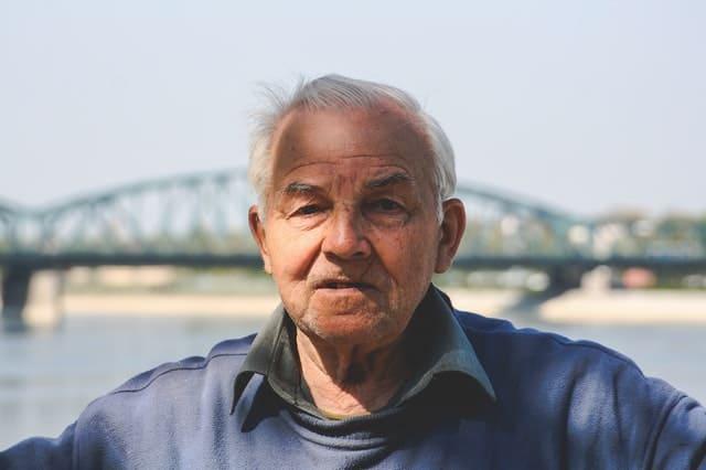 رجل في خريف العمر