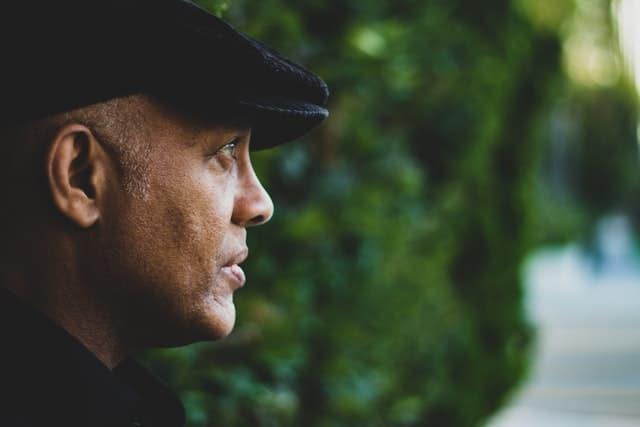 غياب الشغف والملل من أعراض أزمة منتصف العمر