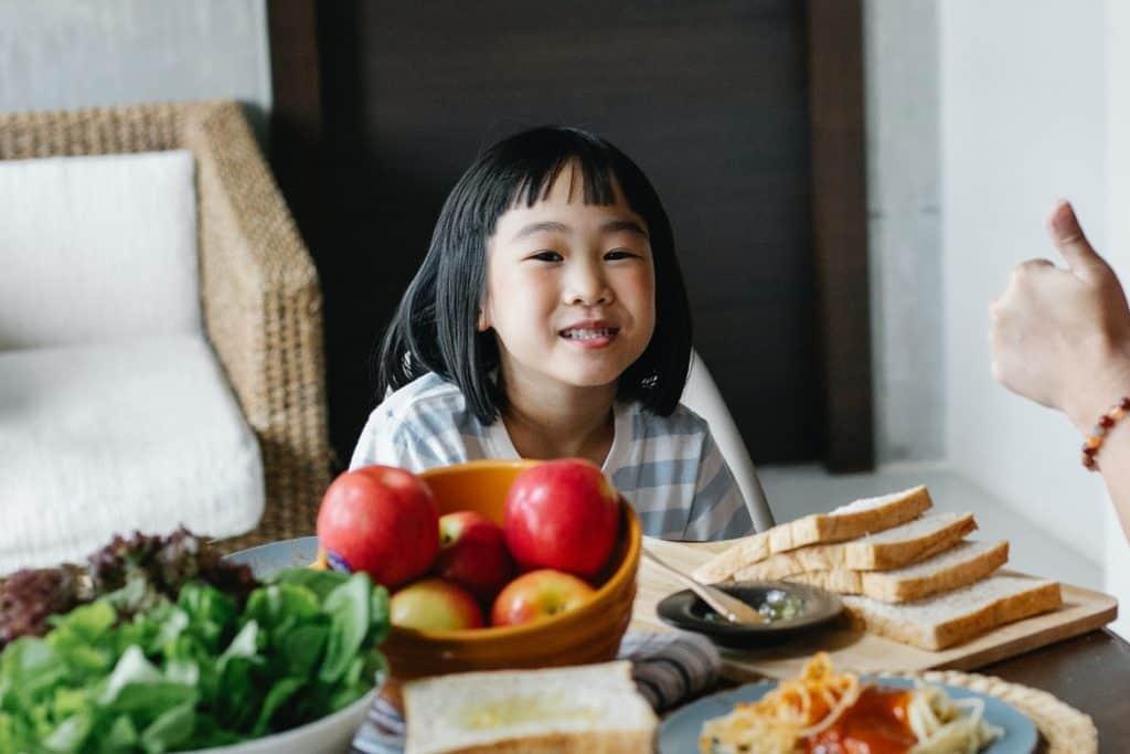 امدحي طفلك وإنجازاته في التدريب أمام الآخرين- الصيام للأطفال