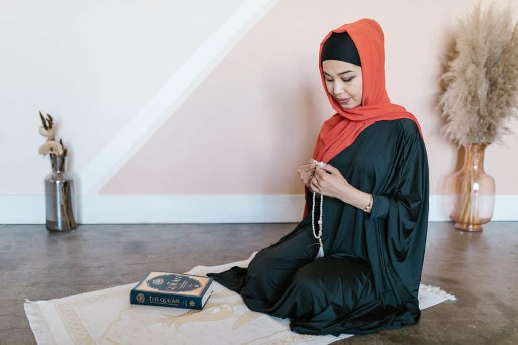 خصصي مكان للصلاة وقراءة القرآن - زينة رمضان