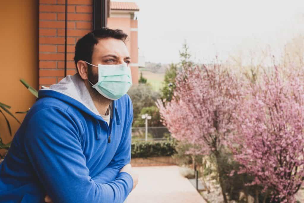 أهمية ارتداء الكمامة الطبية في الربيع