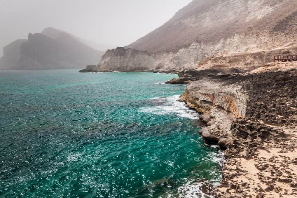 شاطئ المغسيل الأماكن السياحية في عمان