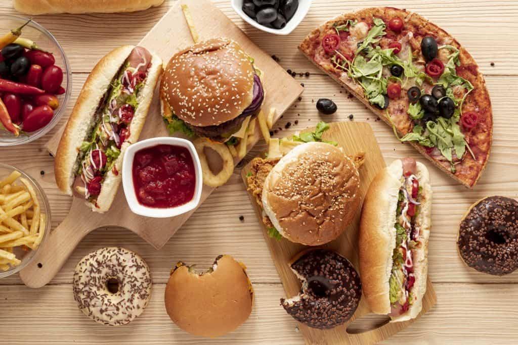 الطعام الدسم من أسباب عسر الهضم
