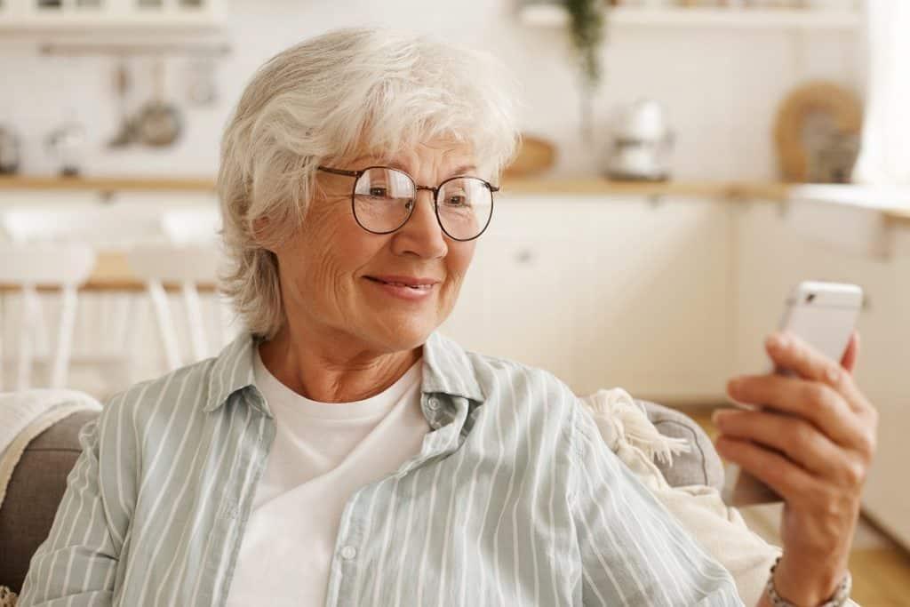فوائد فيتامين b12 لصحة العين