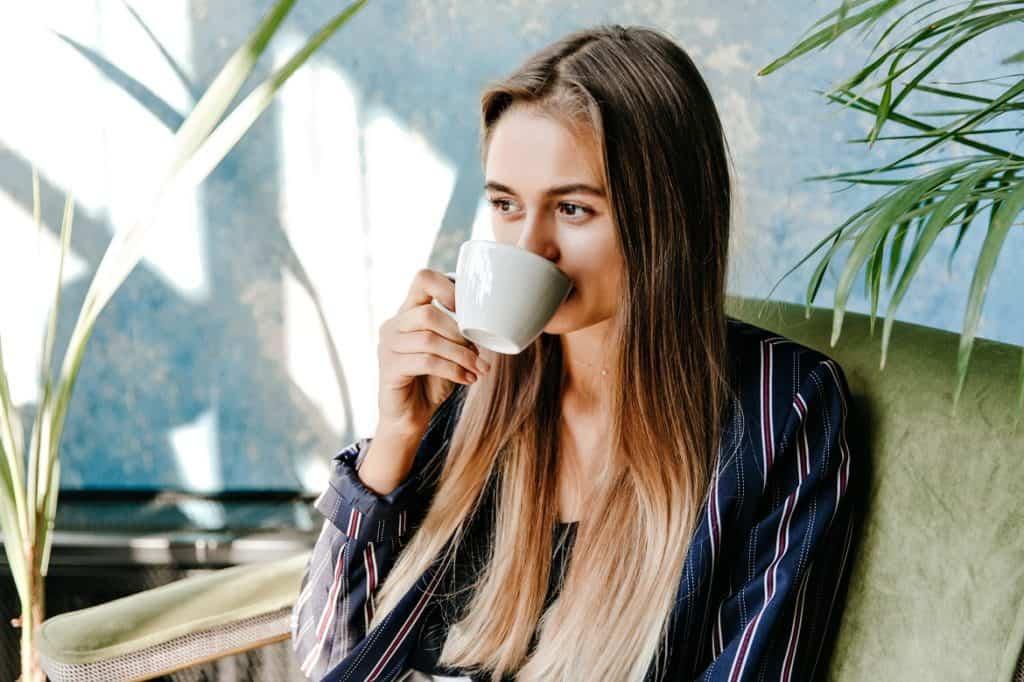 شرب القهوة يساعد على علاج ضيق النفس