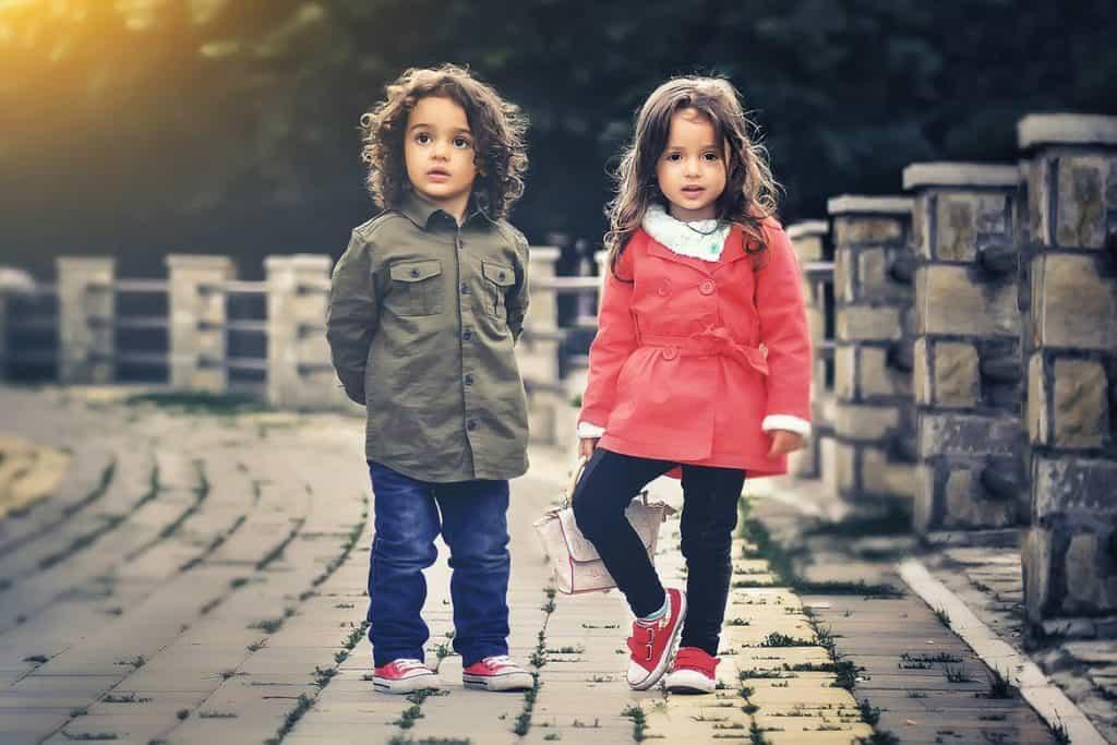 ألبسي أطفالك ملابس جديدة في العيد في البيت