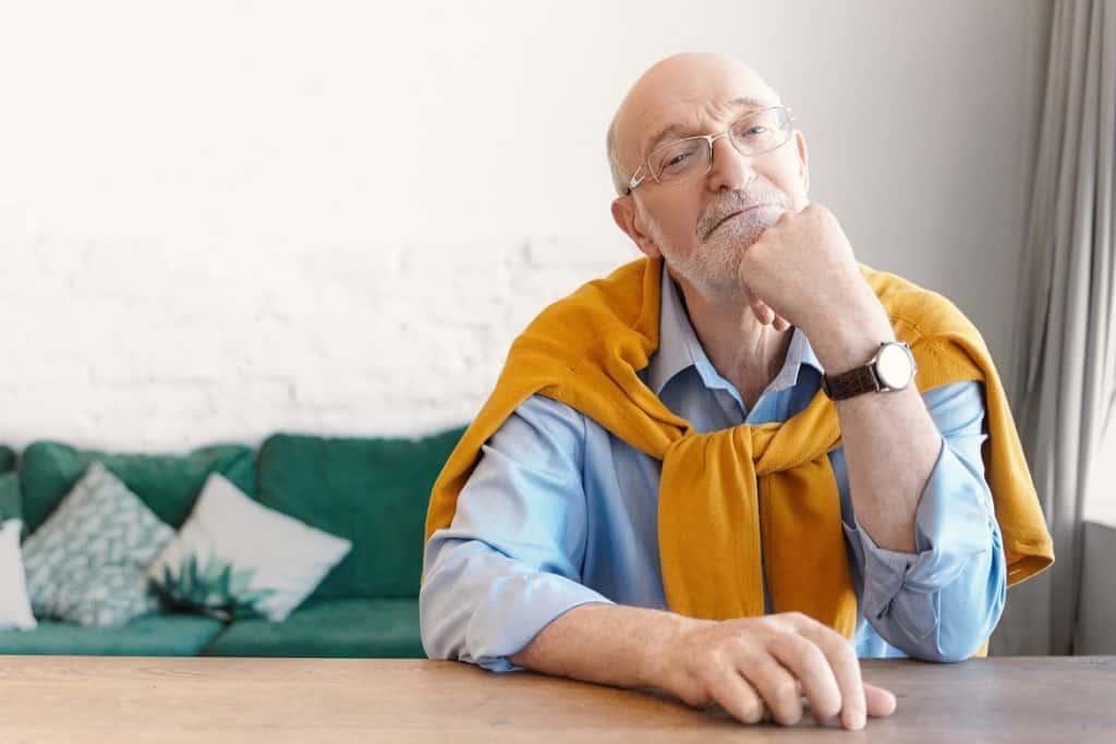 الجلوس معتمدًا على الطاولة علاج ضيق النفس