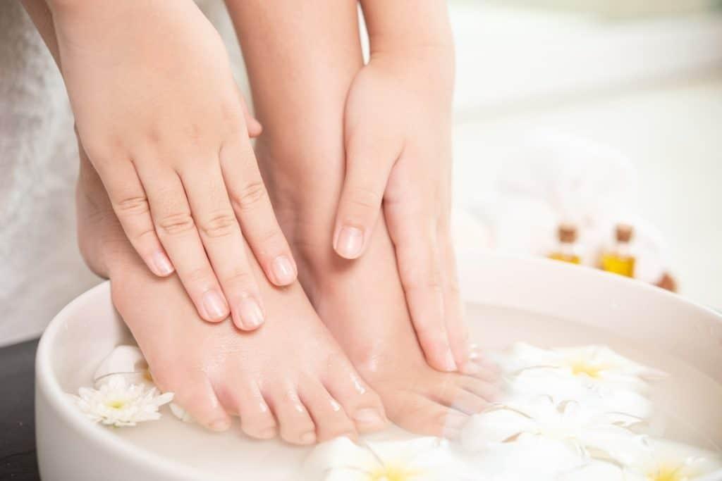 علاجات منزلية سبب حرارة القدمين