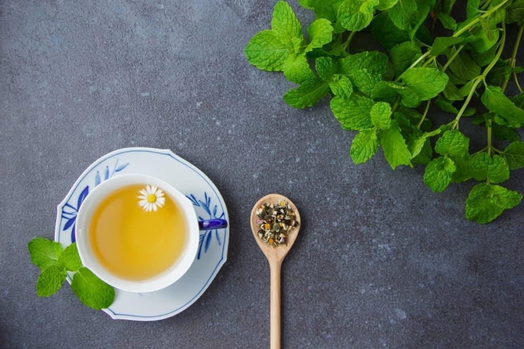 شاي البابونج والنعناع علاج عسر الهضم