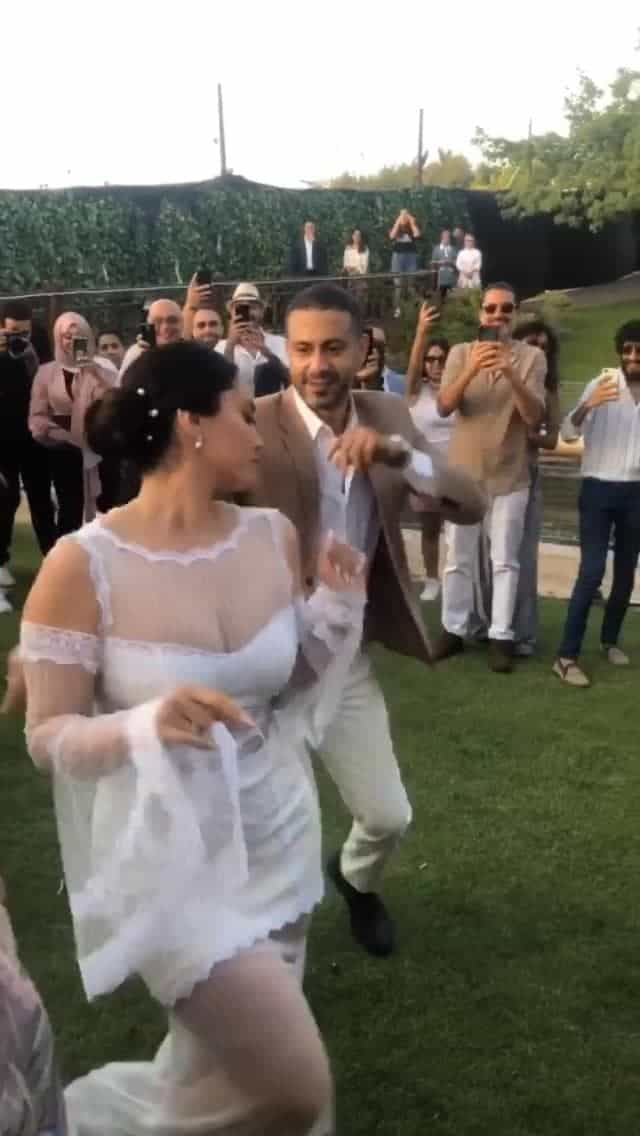 لقطة من وصلة الرقص بينهما