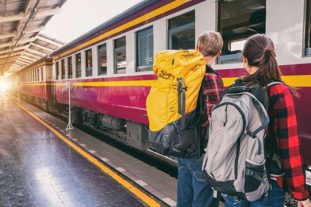 ركوب القطار- السفر والسياحة