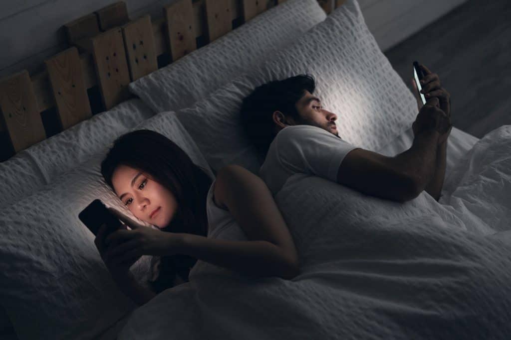 الأجهزة الالكترونية قد تحدث فجوة في الحياة الأسرية