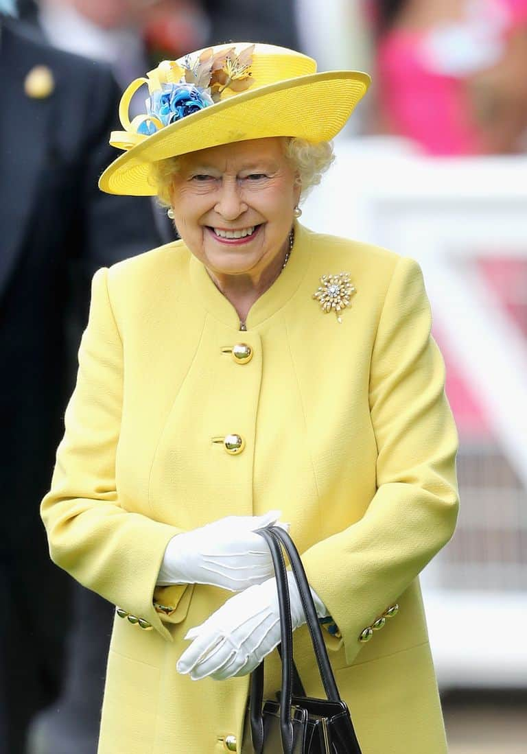 121-100246-queen-elizabeth-clothes-sold-old-majesty-6