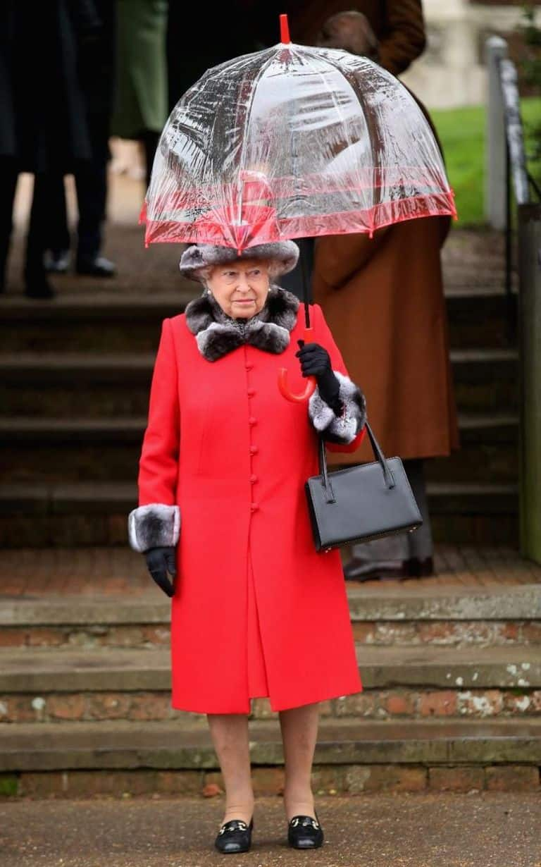 121-100246-queen-elizabeth-clothes-sold-old-majesty-7