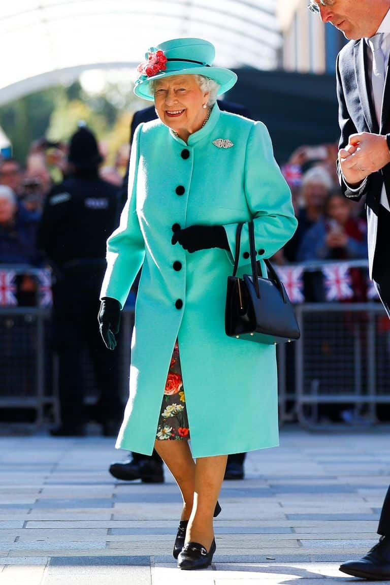 121-100247-queen-elizabeth-clothes-sold-old-majesty-9