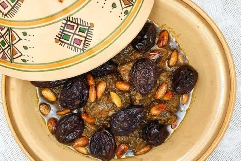 طاجين اللحم بالبرقوق على مائدة عيد الأضحى