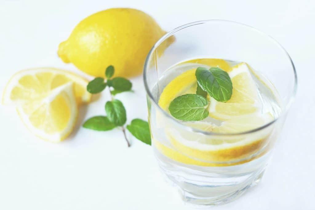 ماء الليمون علاج سوء الهضم