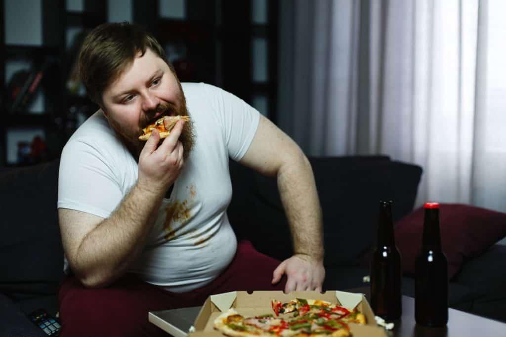 أضرار تناول الطعام بسرعة