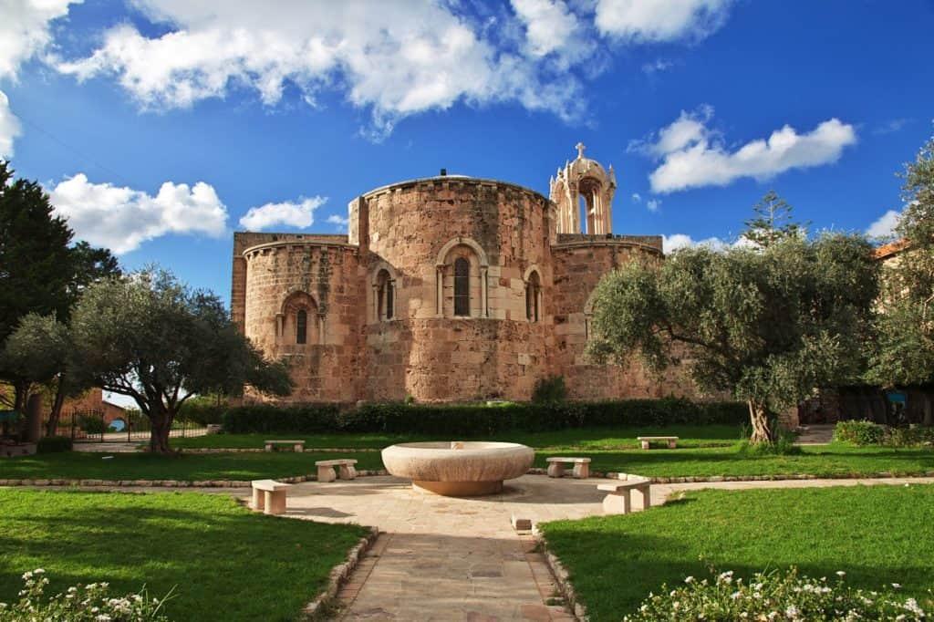 كنيسة قلعة جبيل السياحة في لبنان
