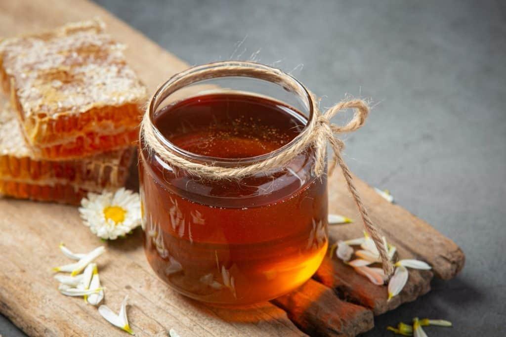 فوائد عسل المانوكا وأضرار