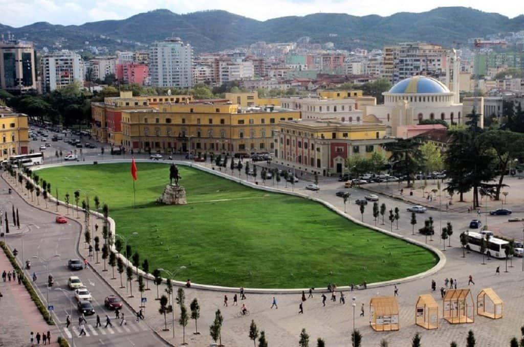 ساحة سكانديربيرج السفر إلى ألبانيا