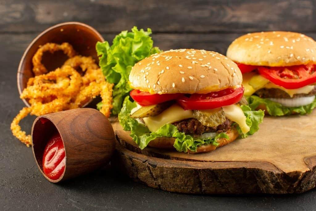 الأطعمة السريعة أطعمة تسبب حب الشباب