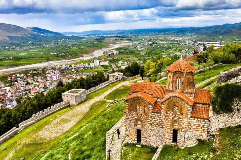 قلعة بيرات السفر إلى ألبانيا