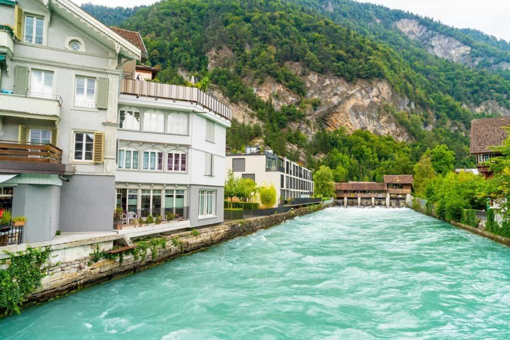 مدينة انترلاكن- السياحة في سويسرا