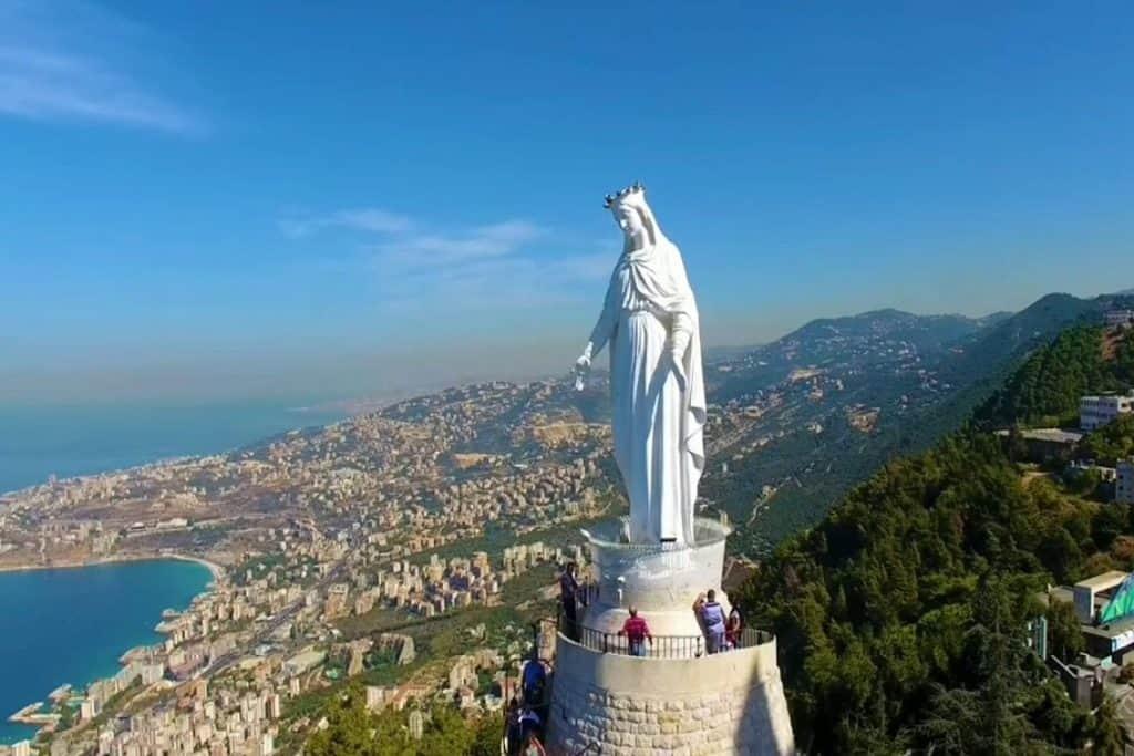 تمثال السيدة العذراء السفر إلى لبنان