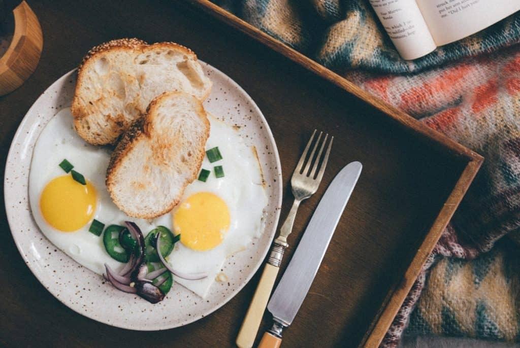 البيض وجبات فطور صحي للرجال