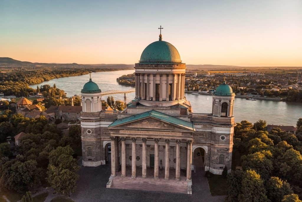 كنيسة ازترغوم السياحة في المجر