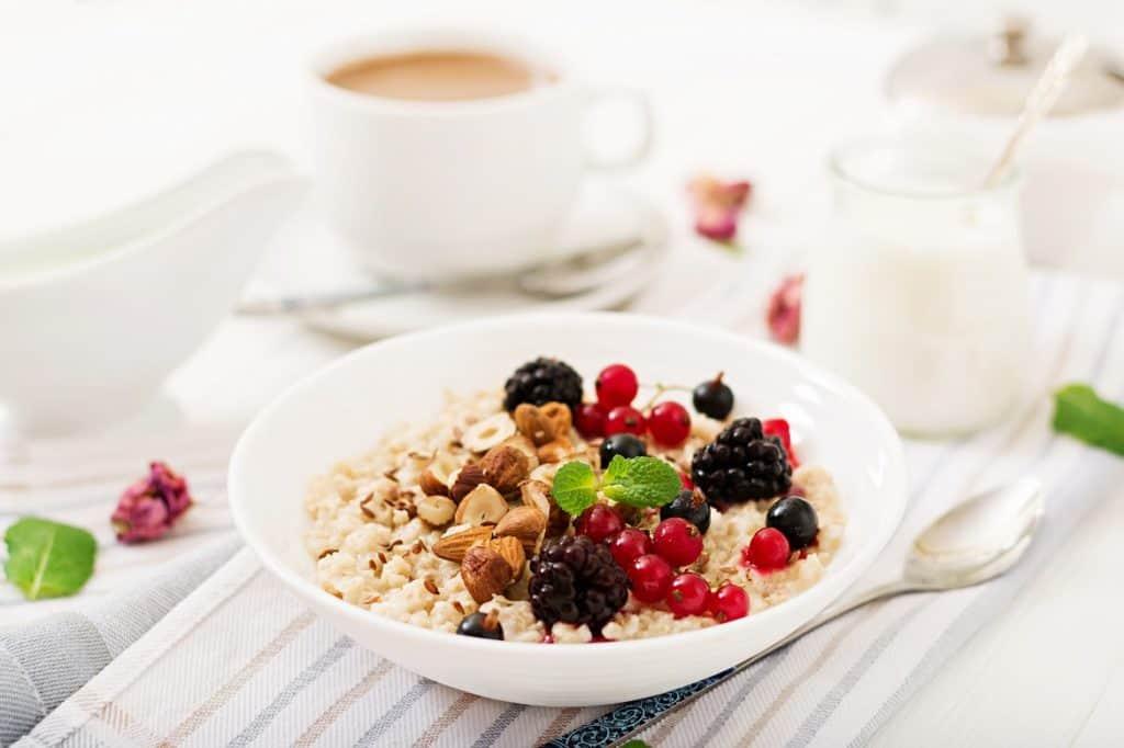 الشوفان أطعمة تقلل الكوليسترول علاج الكولسترول