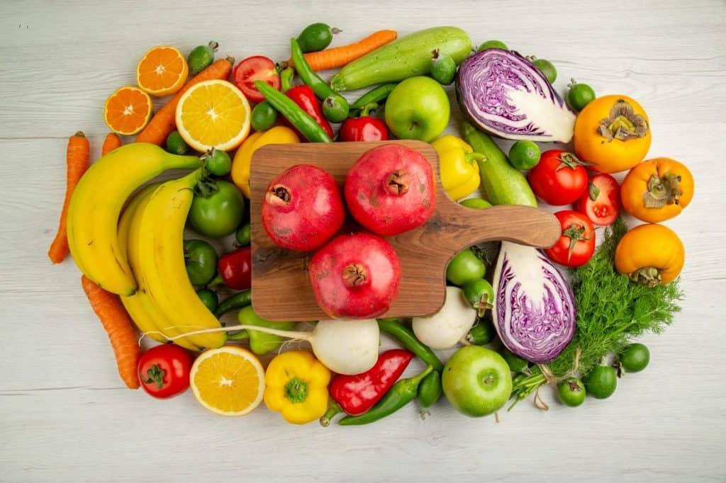 خضروات وفاكهة متنوعة